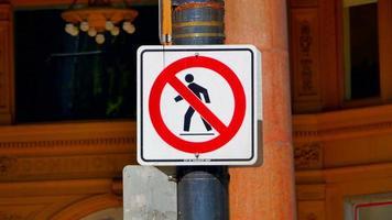 aucun signe de passage à niveau, symbole de signe de marche pour piétons, marche croisée de route