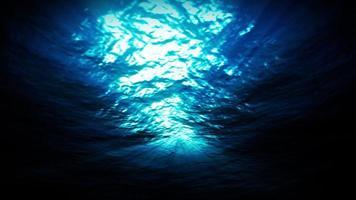 Licht unter Wasser in einer azurblauen Lagunenlagune