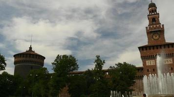 Itália Milão cidade dia de verão castelo sforza panorama famoso 4k