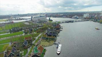 Países Bajos Windmill Village puente de observación y planta elevada
