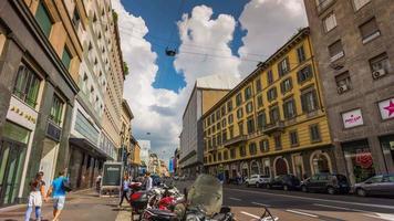 Italia verano día Milán ciudad calle paseo panorama 4k lapso de tiempo