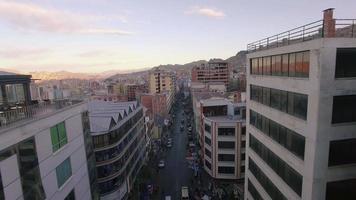 rückwärts über der Straße Innenstadt La Paz Bolivien video