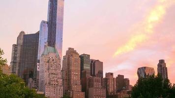 pôr do sol de verão no parque central 4k time lapse de nova york video