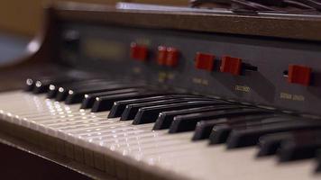 cierre de teclado de estudio video
