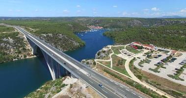 vista aérea da rodovia krka bridge, croácia video