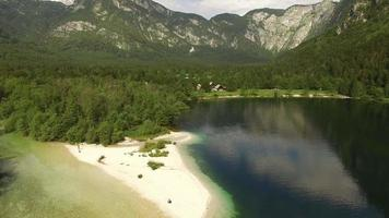 hermoso lago bohinj y su orilla video