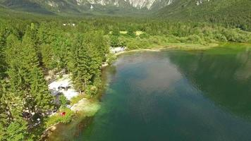 Vista desde arriba del lago Bohinj, Eslovenia video