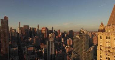 Verkleinern Sie die Aufnahme von Midtown mit Chrysler Building und 432 Park Ave in Shot