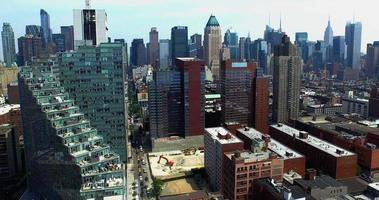 aufsteigende Schussbetrachtung Mercedes House of Luxury & das Empire State Building