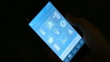 automação residencial, aplicativo de casa inteligente no celular video