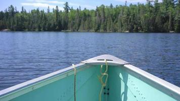 lago ontario canadá desierto bosque árboles barco de pesca