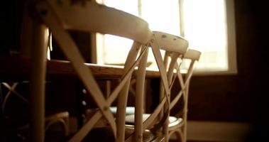 sedie e tavolo da pranzo video