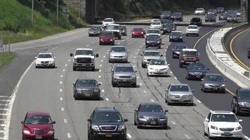 traffico intenso sull'autostrada interstatale video
