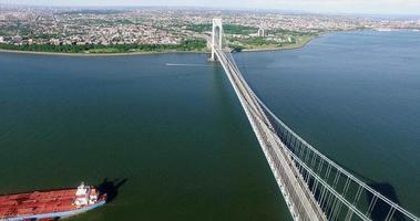 NYC Luftaufnahme fliegt neben George Washington Bridge
