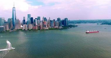 NYC Luftaufnahme der Innenstadt mit Blick auf den Freiheitsturm