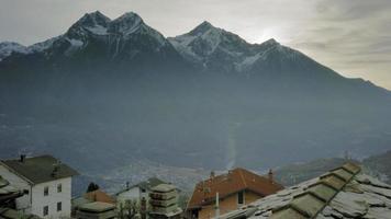 vila nos Alpes da Itália video