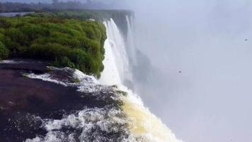 prachtige krachtige watervallen 4k