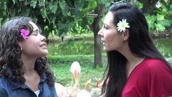 wütende Mutter und Tochter streiten sich video