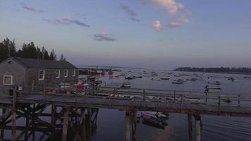 um píer em Maine no crepúsculo 2