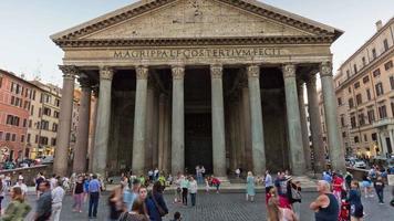 Italia wilight roma città famoso pantheone davanti affollato panorama 4k lasso di tempo