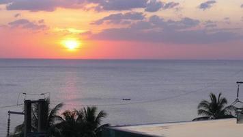 tailândia sunset phuket island famoso hotel de luxo piscina panorama 4k video