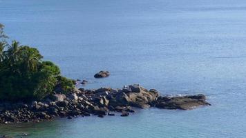Tailândia, dia, dia, ilha, phuket, costa rochosa, vista elevada, 4k video