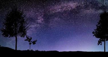 hermoso cielo nocturno estrellas vía láctea lapso de tiempo 4k video
