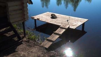 un endroit calme pour pêcher sur le lac