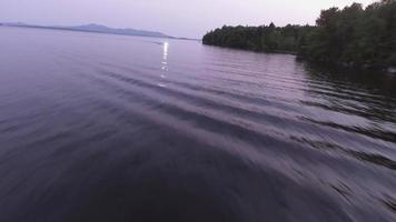 sobrevôo aéreo de Maine enquanto o barco passa por 2
