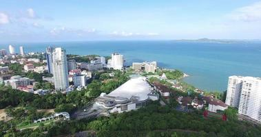 sobre la montaña de la ciudad de pattaya video