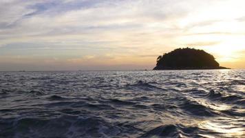 Thailandia estate luce tramonto spiaggia isola panorama 4K phuket video