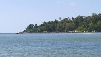 Thailandia estate giorno phuket isola spiaggia costa verde piante panorama 4K video