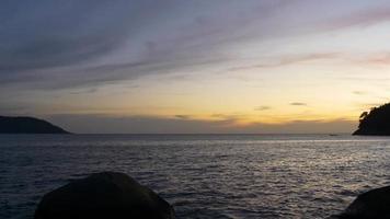 Tailândia phuket ilha verão pôr do sol praia vista panorâmica 4k video