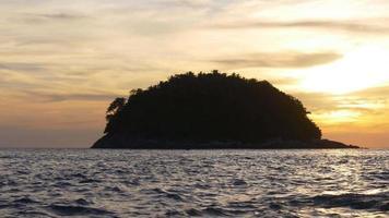 Thailandia phuket isola estate tramonto spiaggia luce panorama 4K video