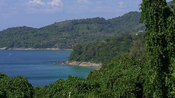 Thailandia phuket isola verde albero costa panorama 4K video