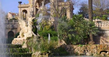 giornata di sole parc de la ciutadella fontana monumento 4K spagna barcellona