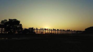 u bein bridge au coucher du soleil, myanmar