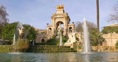 parc de la ciutadella giorno tempo fontana panorama 4K spagna barcellona video