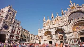 Itália dia veneza cidade mais famosa praça da basílica de san marko panorama torre do relógio 4k time lapse