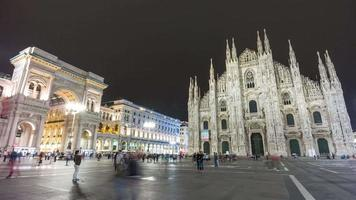 Italie nuit duomo cathédrale carré galleria centre commercial panorama 4 k time-lapse milan video