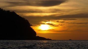 Thailandia arancione estate tramonto phuket isola spiaggia panorama 4K video