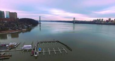George Washington Bridge Antenne (2016), Verkleinern, Bootsanleger