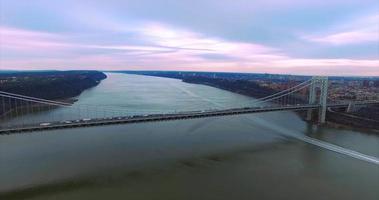 George Washington Bridge Antenne (2016), Verkleinern, Fahrzeuge, Bootspfad
