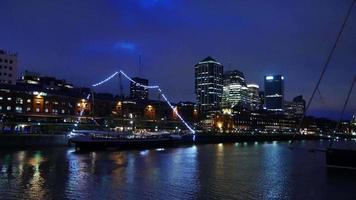 visão noturna em puerto madero, buenos aires, argentina