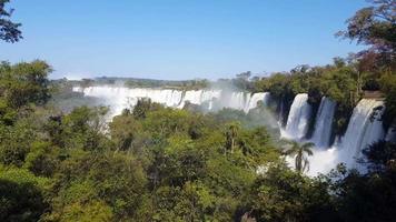 panoramische watervallen en regenwoud 4k