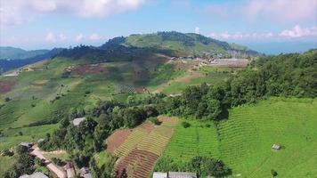 Tailândia chiang mai vista descendente de terreno montanhoso