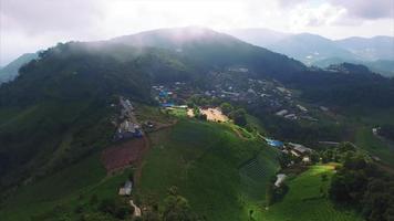 thailand chiang mai luchtfoto, stationair, timelapse uitzicht op bergen