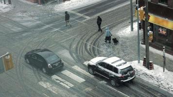 esquina peatonal en la nieve video