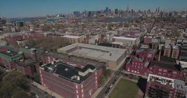 hoboken nj panoramica a destra degli edifici con manhattan sullo sfondo video