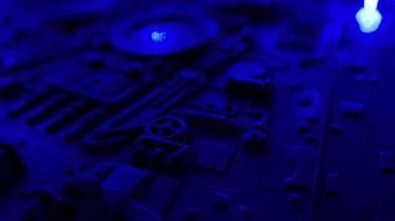 dunkelblauer Hintergrund der neuen Technologie